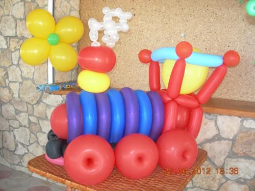 паровозик из воздушных шаров, оформление из воздушных шаров в херсоне