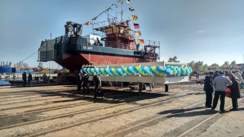 гирнлянда из воздушных шаров Херсон, оформление воздушными шарами в Херсоне, спуск судна на херсонском судозаводе