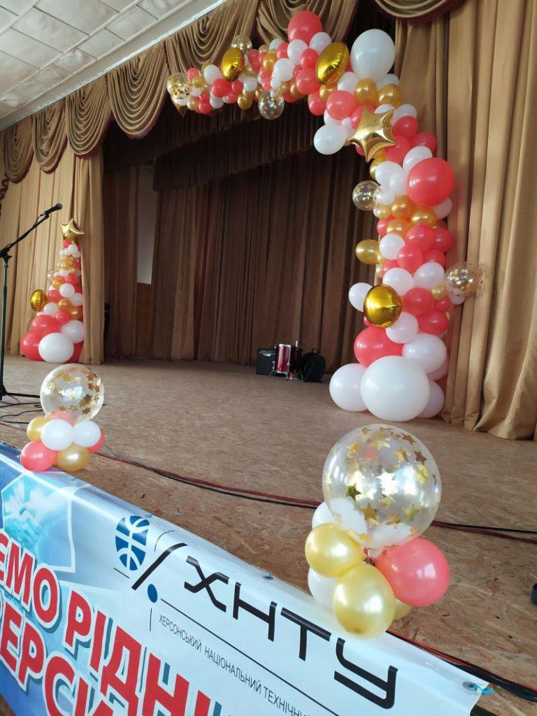 гирлядна из воздушных шаров, оформление шарами херсон, разнокалиберная гирлянда в Херсоне